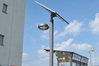 LEDソーラー街灯も新設され、停電時の夜間も安心に。